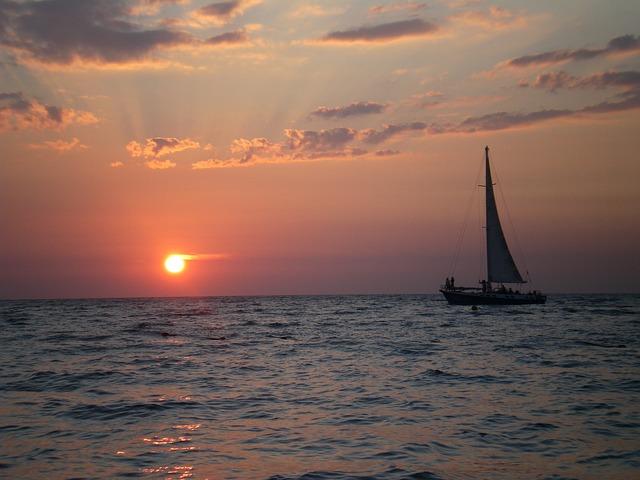 sea-2091933_640-sail